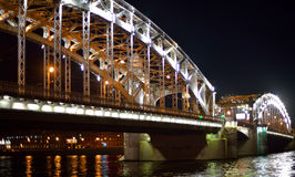 Grande ponte delicada sobre o rio Fotografia de Stock