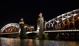 Grande ponte delicada sobre o rio Imagens de Stock