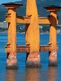 Grande porta do santu?rio de Itsukushima, Jap?o de O-torii imagens de stock