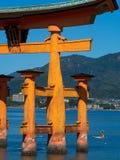 Grande porta do santu?rio de Itsukushima, Jap?o de O-torii imagem de stock royalty free