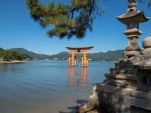 Grande porta do santu?rio de Itsukushima, Jap?o de O-torii foto de stock royalty free