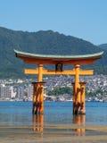 Grande porta do santu?rio de Itsukushima, Jap?o de O-torii imagem de stock