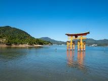Grande porta do santu?rio de Itsukushima, Jap?o de O-torii fotografia de stock royalty free