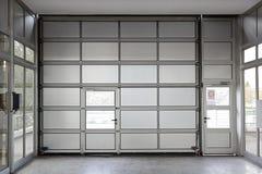 Grande porte de garage image libre de droits