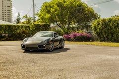 Grande possibilité éloignée Porsche Cayman Scène urbaine photos stock