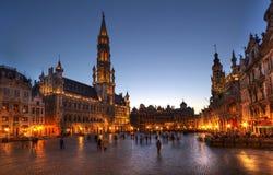 Grande posto Bruxelles alla notte Fotografia Stock