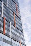 Grande prédio de escritórios moderno com Windows espelhado foto de stock royalty free