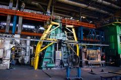 Grande presse à mouler à l'usine industrielle de pièce forgéee de magasin photo stock
