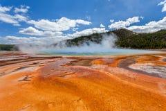 Grande primavera prismatica, bacino intermedio del geyser, parco nazionale di Yellowstone, Wyoming, Stati Uniti d'America Fotografie Stock Libere da Diritti