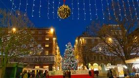 Grande quadrato con l'albero di Natale e mercato del centro di Ancona, Marche fotografia stock libera da diritti