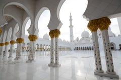 Grande quadrato della moschea, Abu Dhabi, UAE fotografie stock libere da diritti