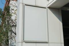 Grande quadro de avisos vazio em uma parede da rua Fotos de Stock