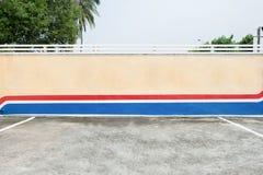Grande quadro de avisos vazio em uma parede da rua Fotografia de Stock Royalty Free