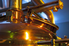 Grande, recipiente de cobre para fabricar cerveja Fotografia de Stock