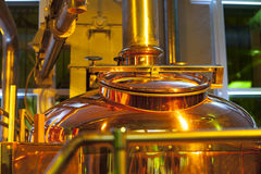 Grande, recipiente de cobre para fabricar cerveja Fotos de Stock Royalty Free