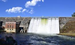 Grande represa hidroelétrico após uma tempestade Imagens de Stock