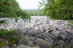 Grande rivière en pierre Taganay Urals-2 du sud Photographie stock libre de droits