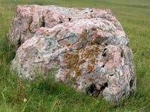 Grande roccia al campo Fotografia Stock Libera da Diritti