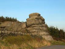 Grande roccia che un grande affioramento di gritstone in West Yorkshire vicino todmorden immagine stock