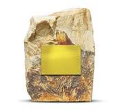 Grande roche avec un plat d'or vide Photo stock