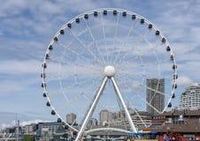 A grande roda de Seattle, no cais 57 em Elliott Bay em Seattle, Washington fotografia de stock royalty free