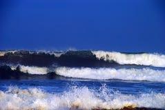 Grande rottura delle onde Immagini Stock Libere da Diritti