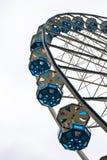Grande roue avec les gondoles bleues Images stock