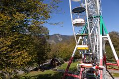 Grande roue dans le Borjomi georgia Photos stock