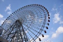 Grande roue dans le port d'Osaka Photographie stock