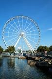 Grande roue de Montréal dans le vieux port images libres de droits