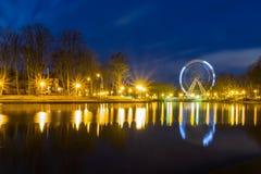 Grande roue en parc Long volet photos stock