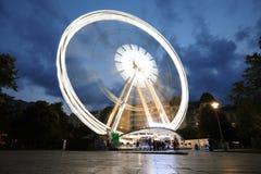 Grande roue lumineuse dans la ville de nuit Oeil de Budapest la nuit photo libre de droits