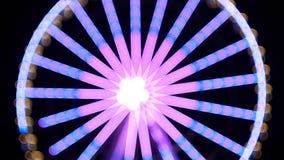 Grande roue pendant la nuit comme un kaléidoscope magique Modèle kaléïdoscopique de cercle adorable de résumé banque de vidéos