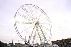 Grande roue sur la rue de Bruxelles photographie stock