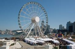 Grande roue sur la rue du marché de la ville asiatique géante Photos libres de droits