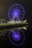 Grande roue sur le boulevard à Bakou images stock