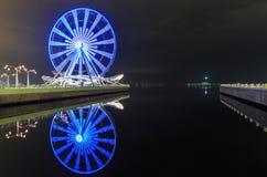 Grande roue sur le boulevard à Bakou photo stock