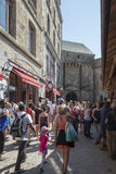 Grande rue, Mont Saint Michel, France Image stock