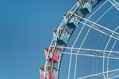Grande ruota su cielo blu Fotografia Stock Libera da Diritti