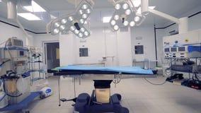 Grande sala de operações totalmente equipado sem um interior video estoque