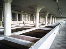 Grande sala industrial do tratamento da água fotos de stock