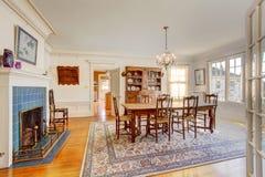 Grande salle à manger dans la maison de luxe Photographie stock libre de droits