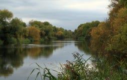 Grande scène d'Ouse de rivière automnale image stock