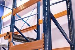 Grande scaffalatura del metallo del magazzino Immagine Stock Libera da Diritti