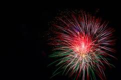 Grande scoppio dei fuochi d'artificio Fotografia Stock Libera da Diritti
