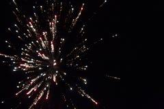 Grande scoppio rosso del fuoco d'artificio Fotografia Stock Libera da Diritti