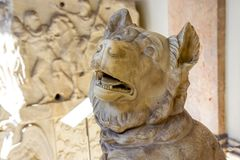 Grande sculpture romaine impériale en chien dans le musée de Vatican Images stock