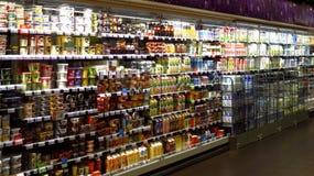 Grande seção da leiteria no supermercado fotos de stock royalty free