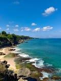 Grande seaview no oceano coral, praia de Uluwatu, ilha de Bali, Indonésia imagem de stock