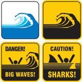 Grande segno delle onde del pericolo. Tsunami Immagini Stock Libere da Diritti